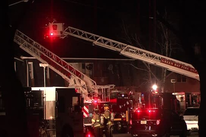 Fire fighters use aerial ladders to attack Danz Ave apartment fire_1133111319361503316