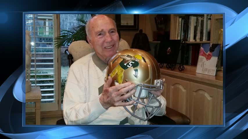 Bart Starr receives painted helmet_67067946-159532