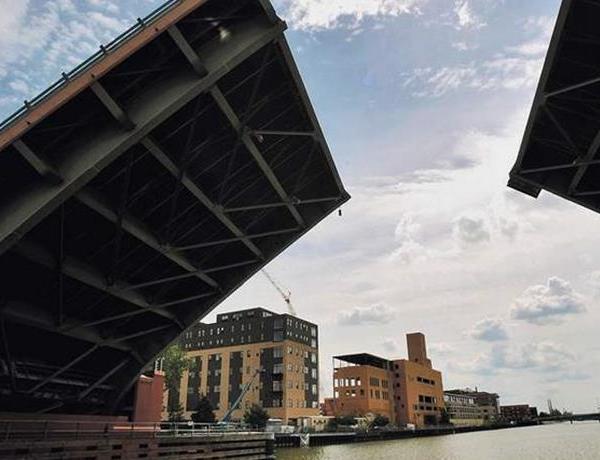 Green Bay's Ray Nitschke Memorial Bridge closed for repairs_-4449920424809706917