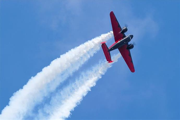 EAA AirVenture expected to draw thousands to night air show _-5597080194217852022