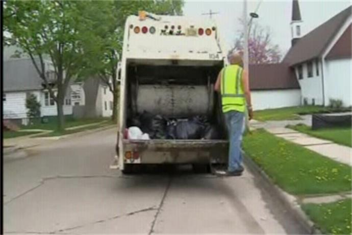 New fees for bulk waste as Green Bay moves toward automated garbage collection_-7985535492347444236