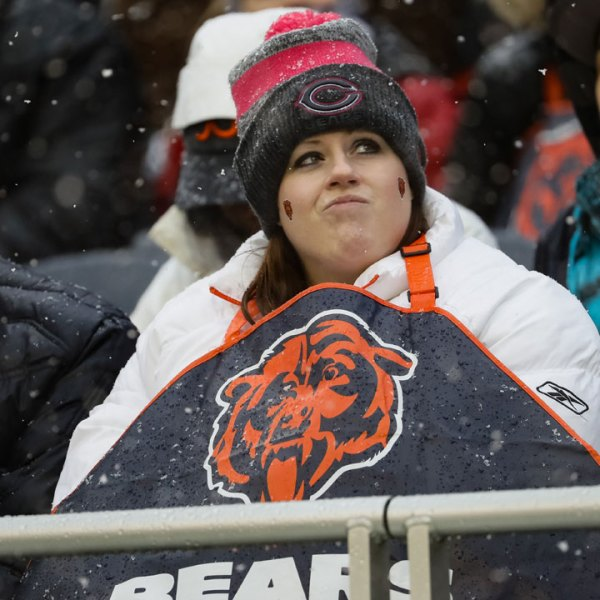 Chicago%20Bears%20fan%20in%20the%20cold_1481907975172_166644_ver1_20161216171941-159532