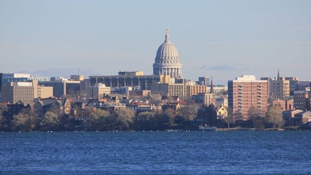 Madison Wisconsin skyline39681119-159532