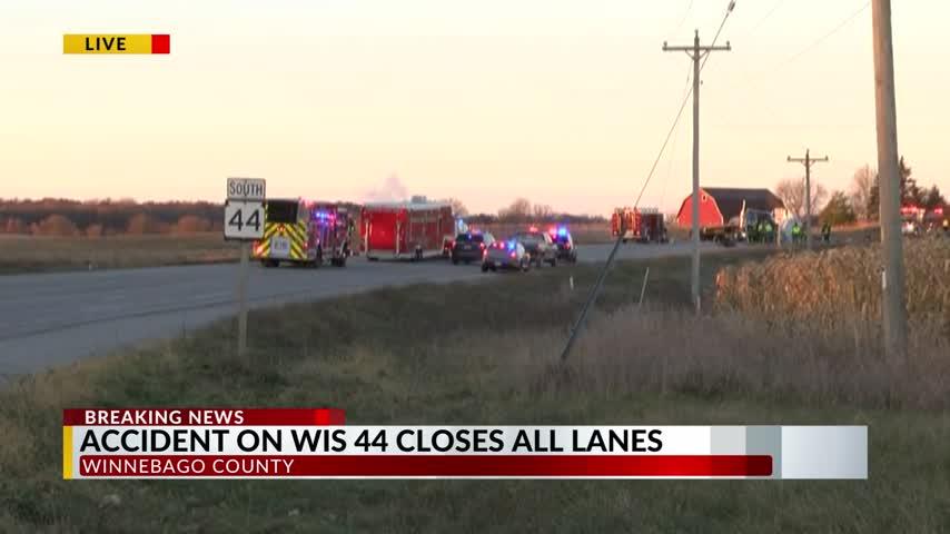 All lanes closed in Winnebago Crash 11/10/17