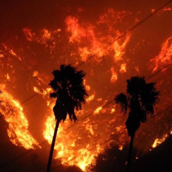 Thomas fire burns strong in Calif_1513306936511.jpg-159532.jpg92604175
