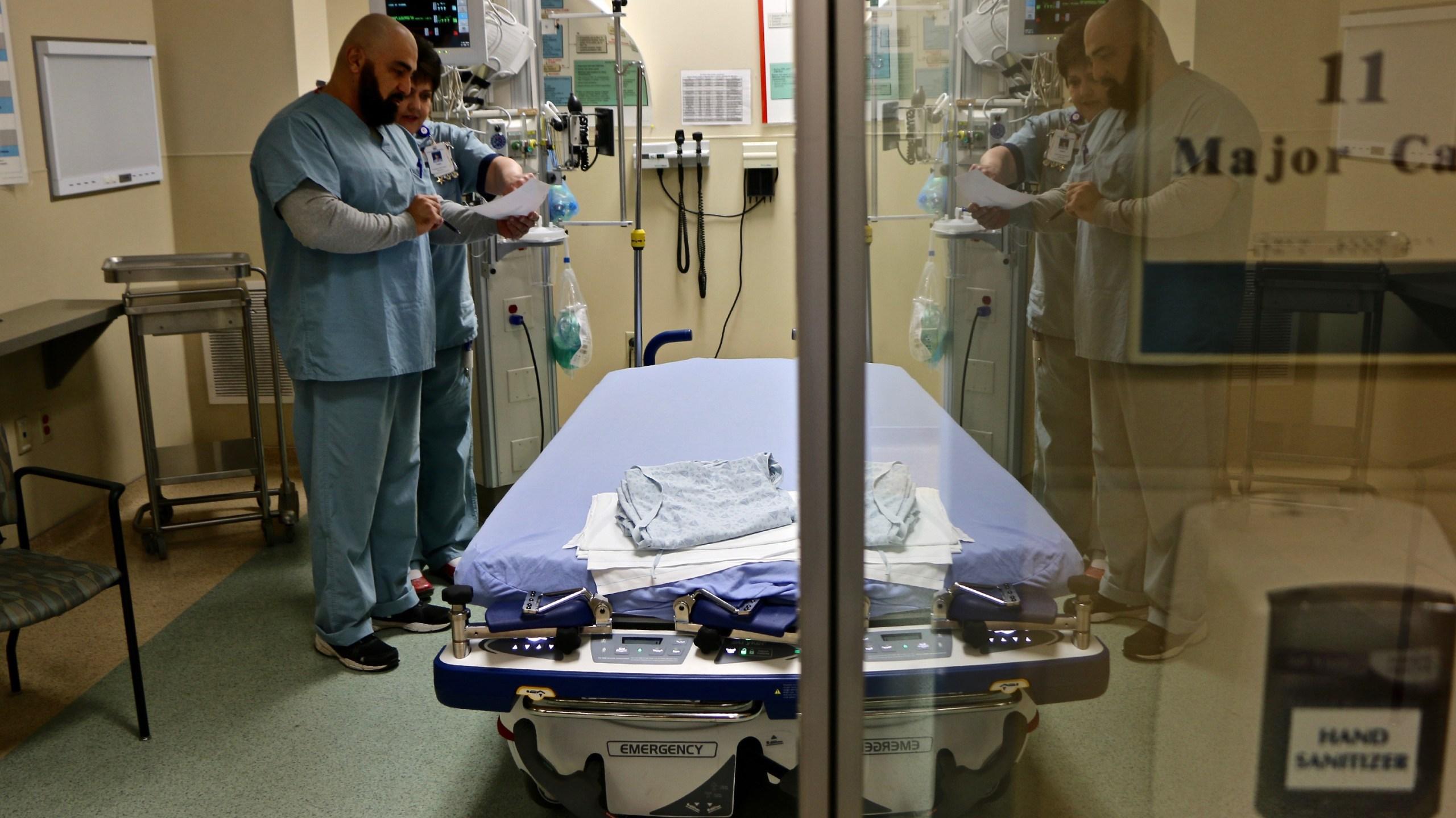 Flu_Season_Worsens_76890-159532.jpg49253639