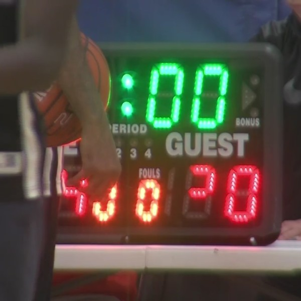 """Green Bay Police hit the court for """"March Madness"""" fun with local kids"""