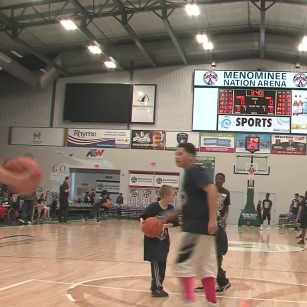 Oshkosh Police Offers shoot hoops with students