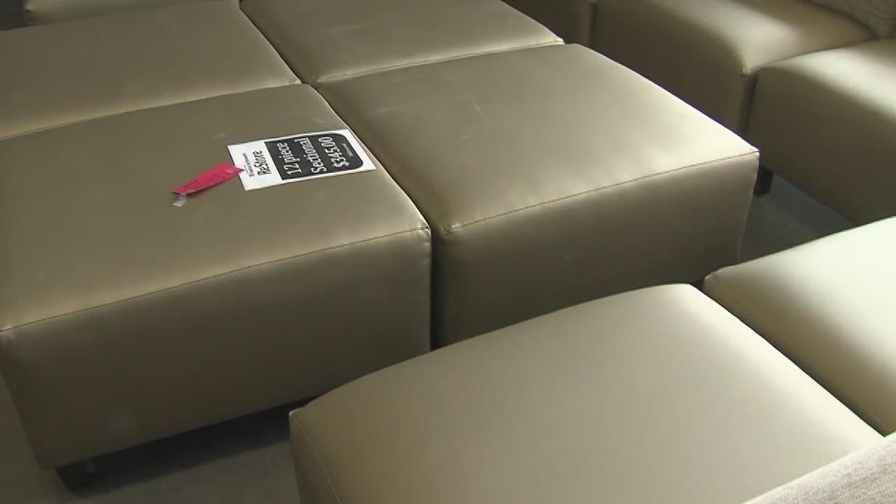 Awe Inspiring Ashwaubenon Hotel Donates Furniture To Habitat Restore Pabps2019 Chair Design Images Pabps2019Com