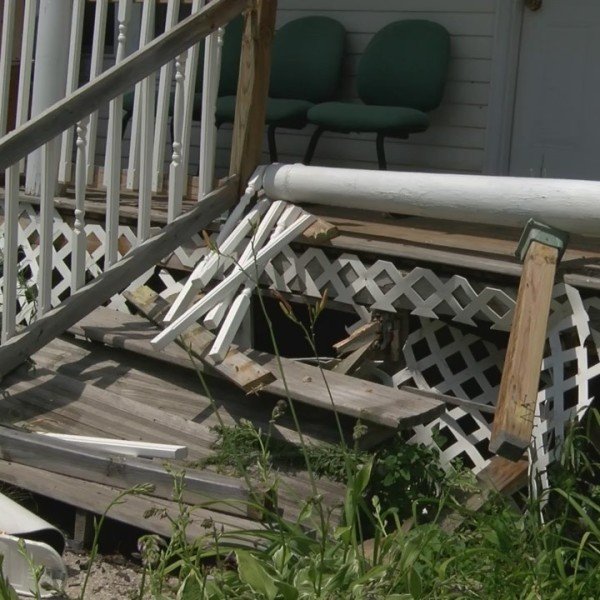 Suspected Robber Crashes into Porch