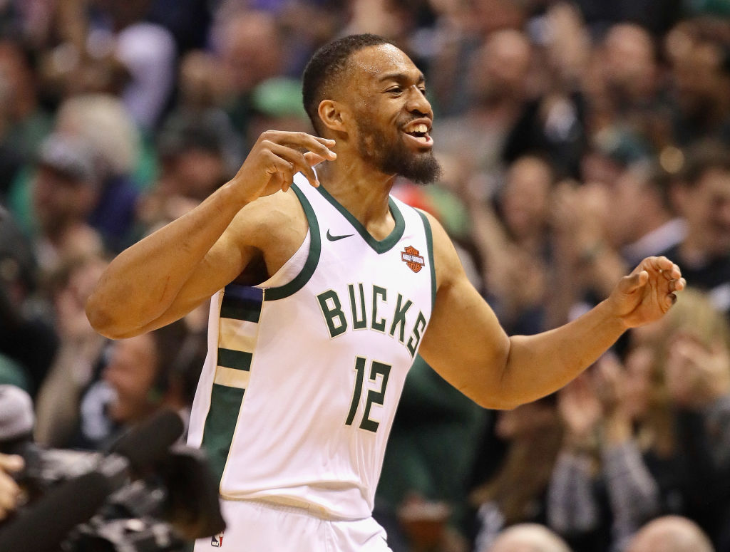 Jabari Parker Signs with Hometown Bulls