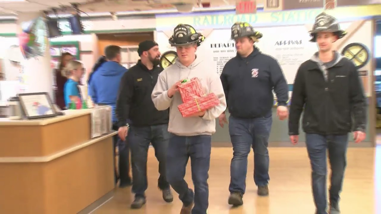 Green_Bay_Metro_Firefighters_Bring_Chris_0_20181219002752
