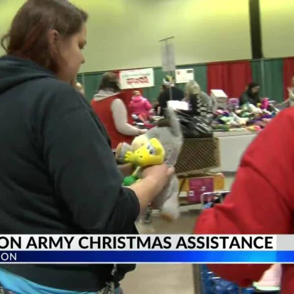 Salvation_Army_Distributes_Toys_and_Food_8_20181220003408