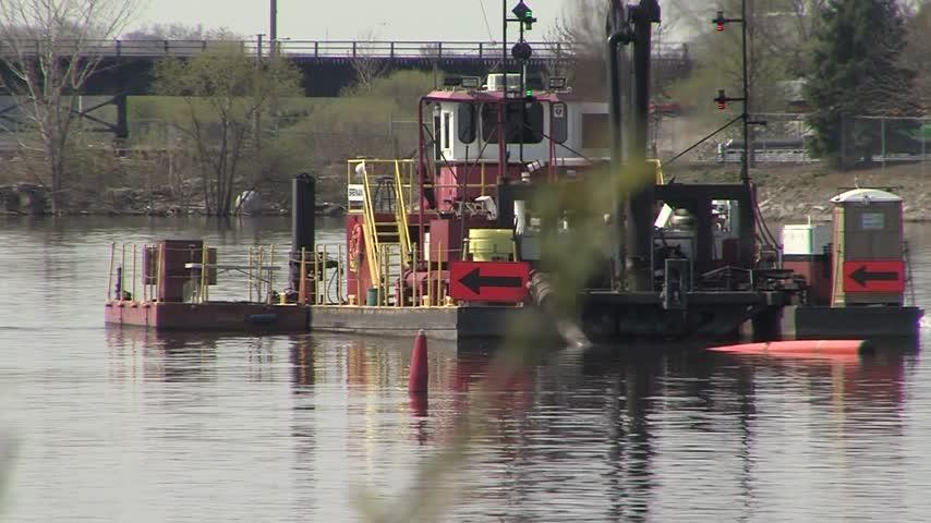 Fox River Cleanup underway_41173360