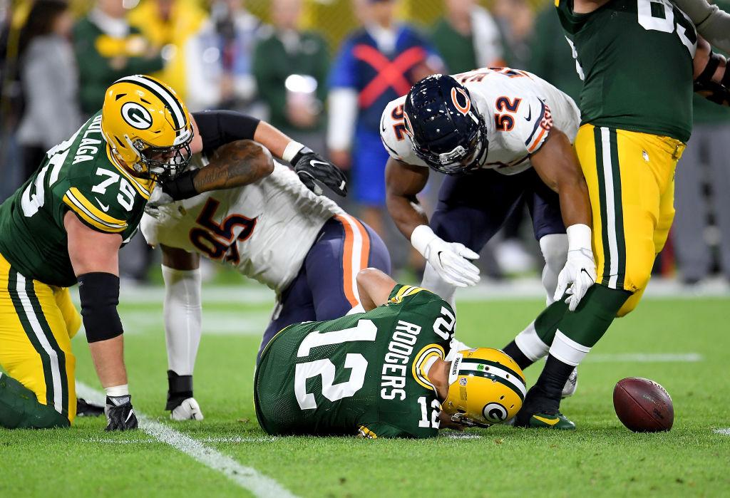 Aaron Rodgers Injures Knees Against Bears