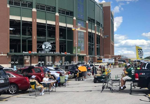 Packers fans enjoy tailgating at Lambeau Field ahead of first preseason game